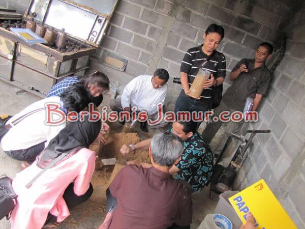 praktik produksi baglog jamur