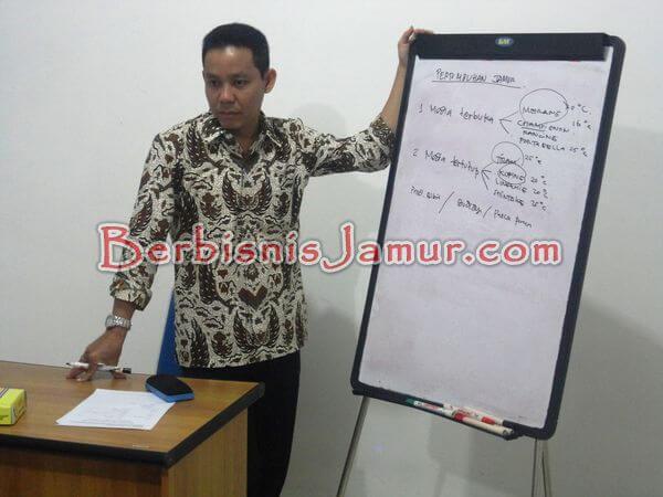 trainer pelatihan jamur