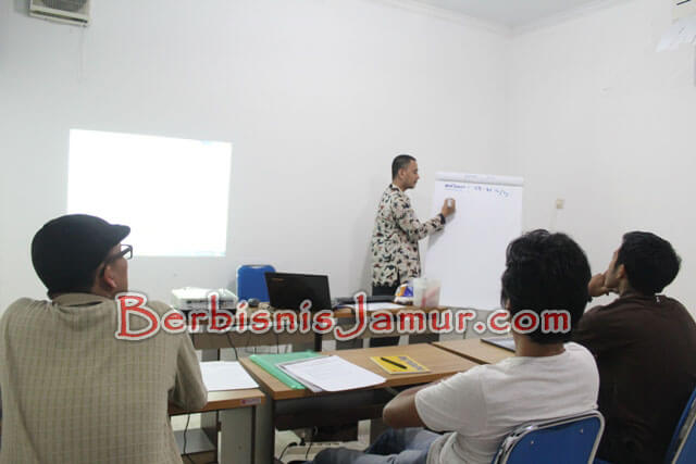 Kelas Training Jamur
