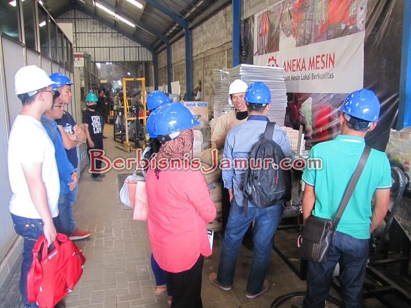 Kunjungan ke Aneka Mesin