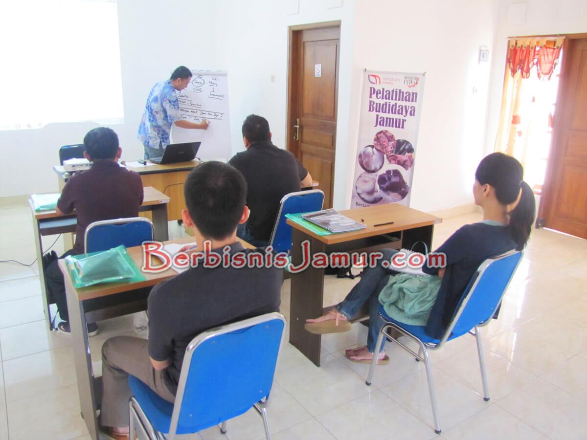 Materi kelas training Jamur