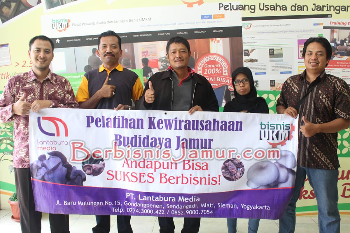 Foto Pemateri dan Peserta Training Budidaya Jamur Tiram Angkatan 45
