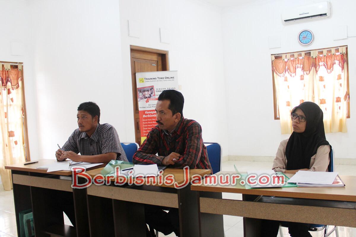 Peserta Training Jamur dari Sulawesi Utara, Semarang, dan Jember