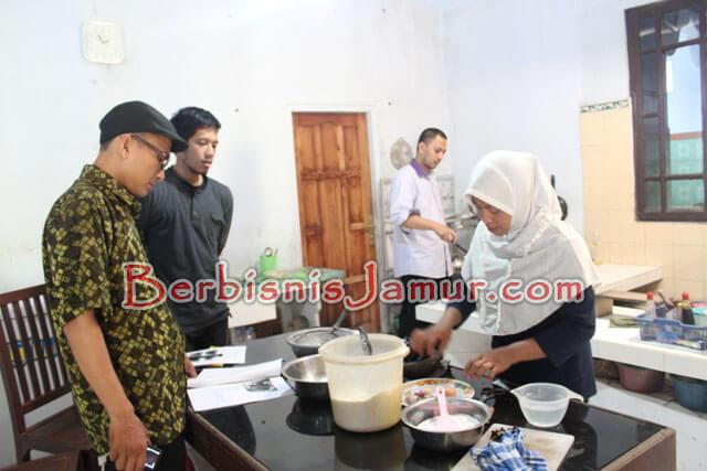 Praktek Pembuatan Keripik Jamur