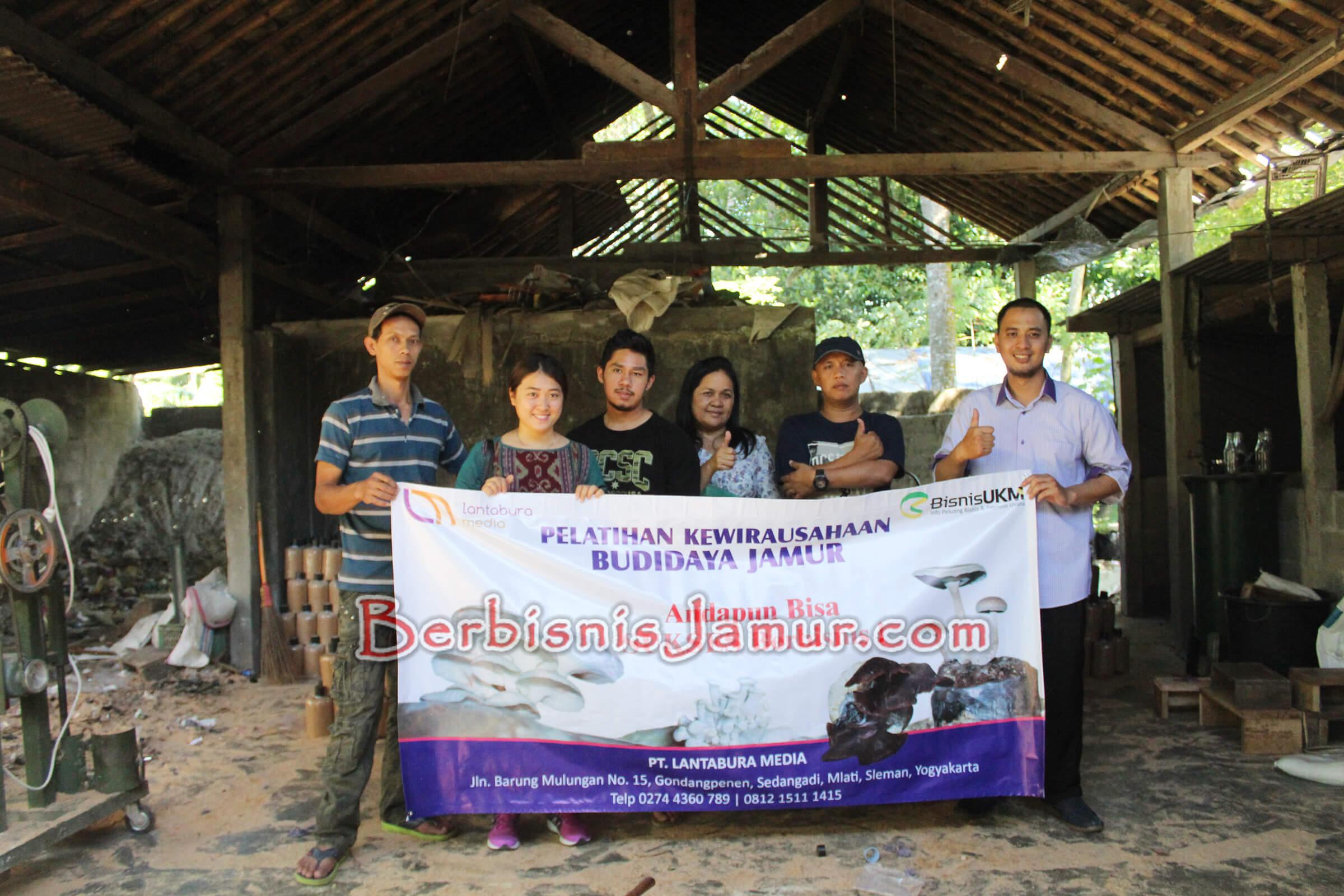 Foto pemateri dan peserta pelatihan budidaya jamur tiram angkatan ke-50